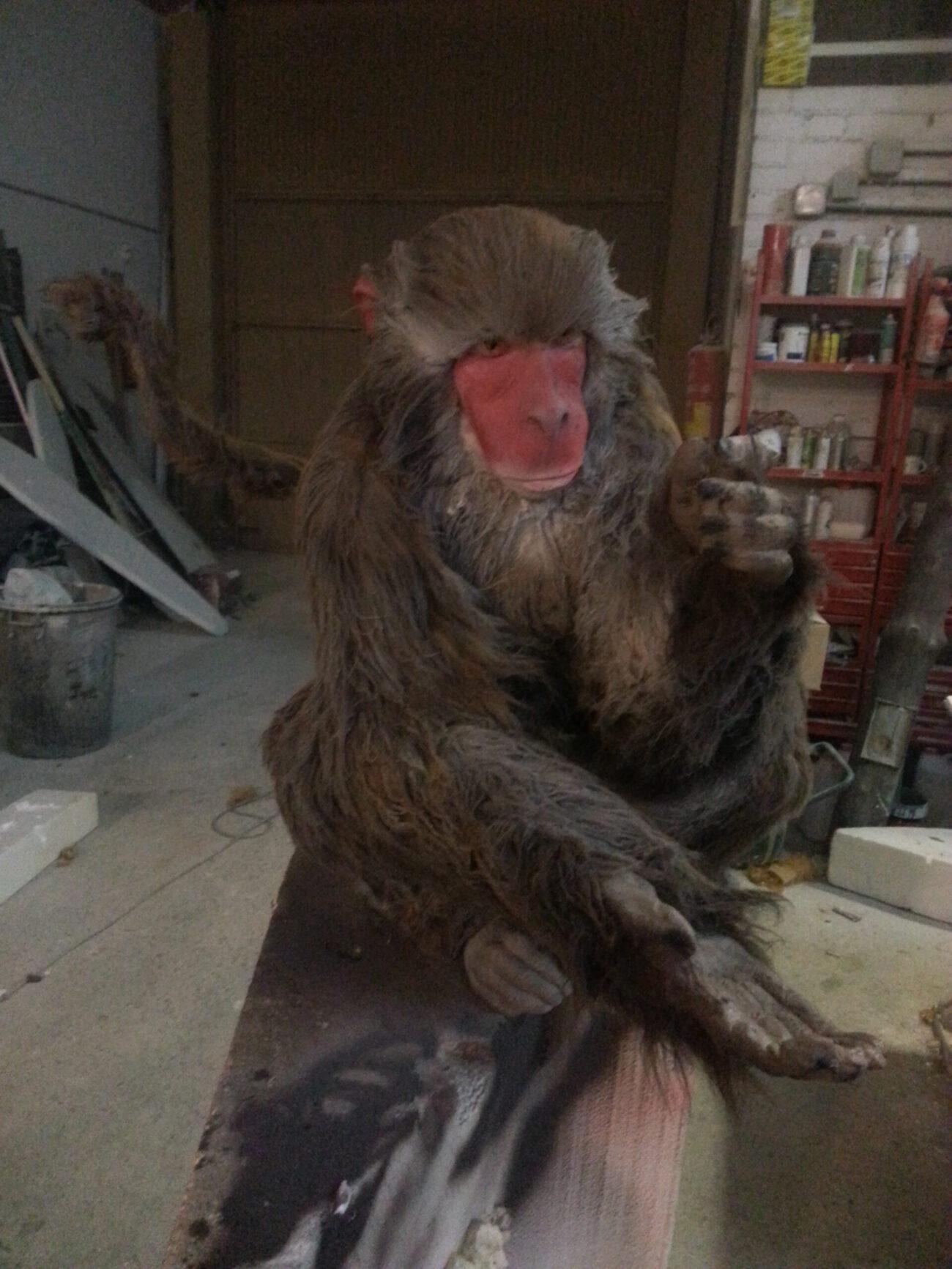 Monos en resina