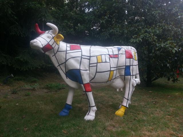 Figura de vaca resina y fibra de vidrio