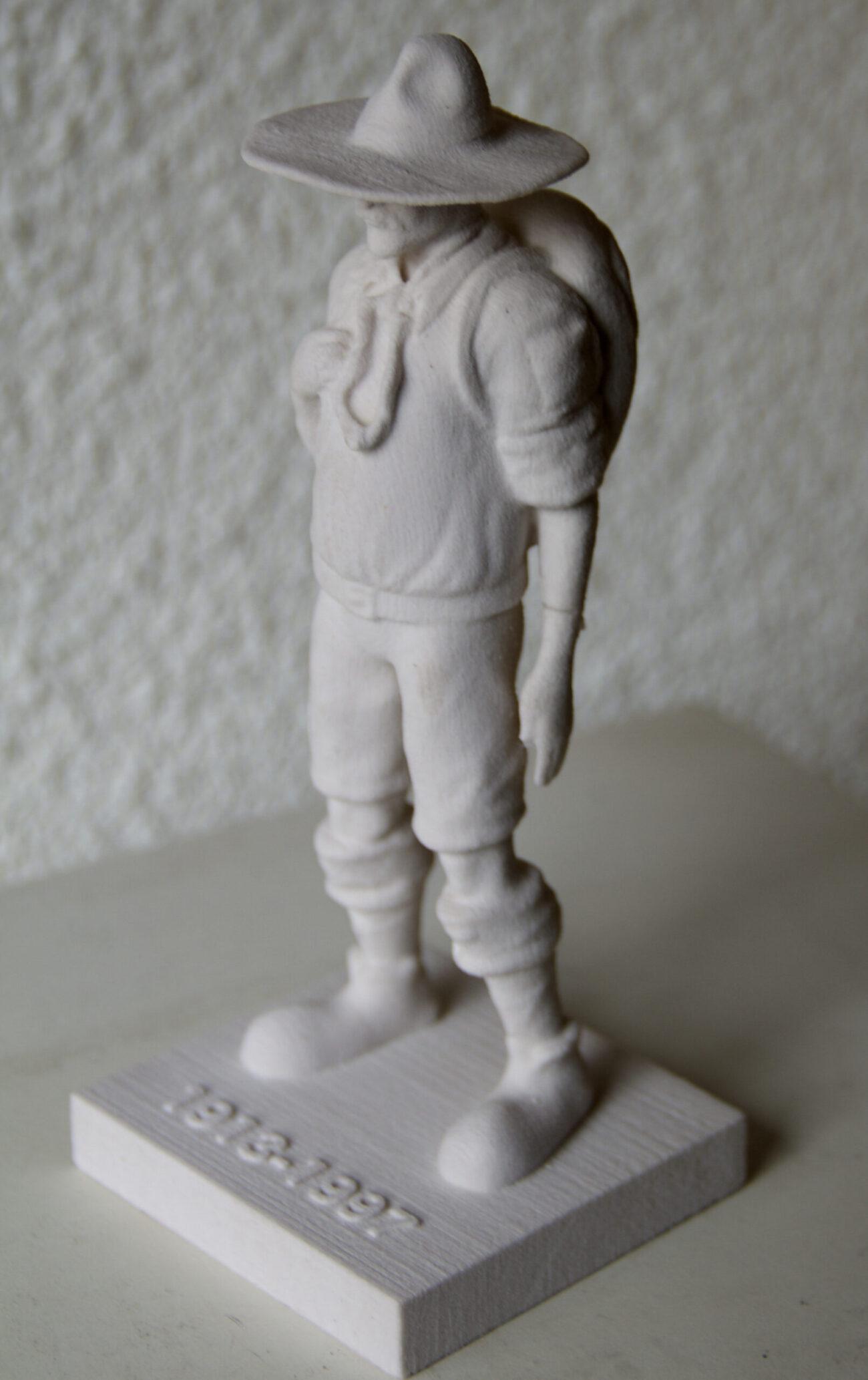 Figura en resina de boy scout