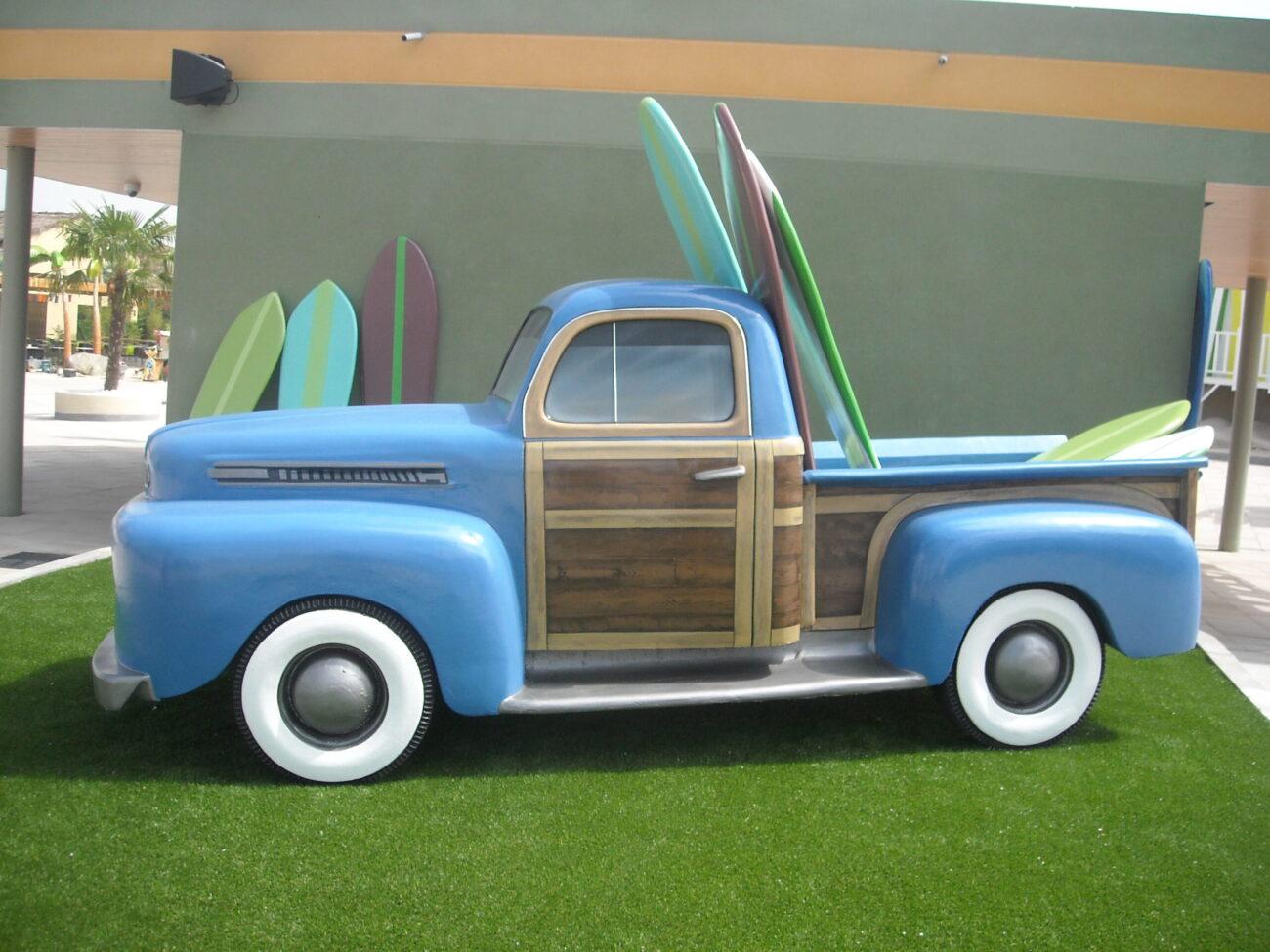 Figura de una furgoneta surfera