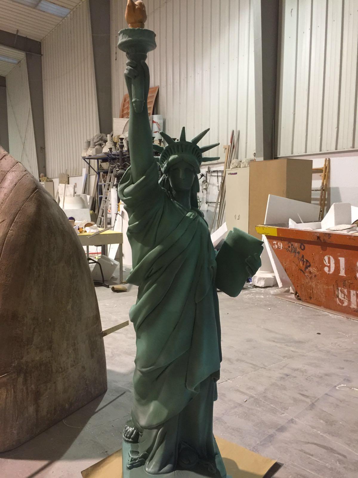 Figura de La Estatua de la Libertad en porexpan